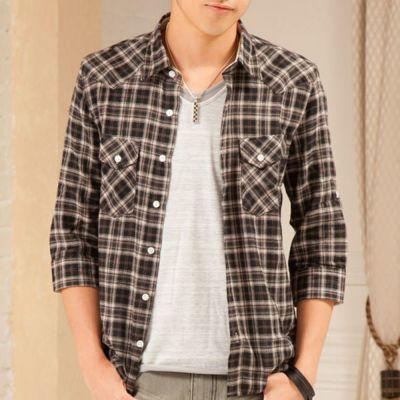 柔らかい起毛素材で仕上げた七分袖チェックシャツ