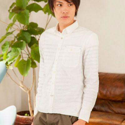 綿麻素材の長袖シャツ(ホワイト)