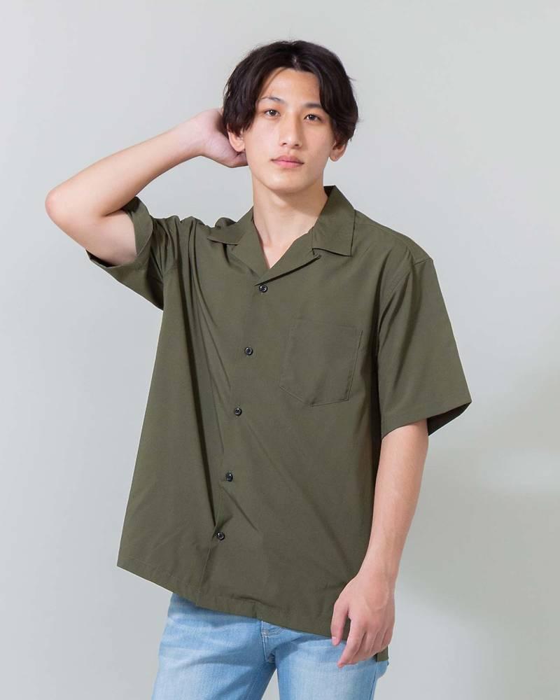 【首元がスッキリと見えるオープンカラーシャツはトレンドのおしゃれを楽しめる一着!柔らかくとろみのある素材がスタイリングにゆったりとしたヌケ感を与えてくれます◎】オープンカラー半袖シャツ(カーキ)