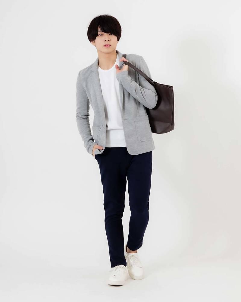 メンズファッションプラステーラードジャケット×長袖Tシャツxパンツコーデ
