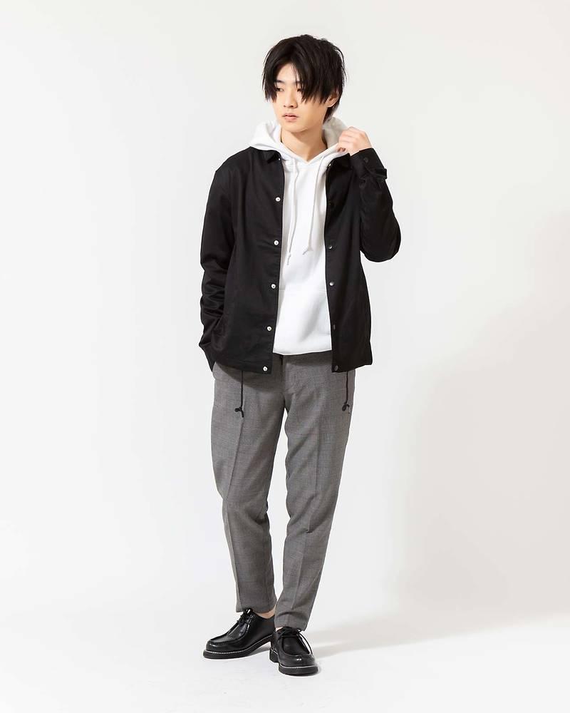 メンズファッションプラスコーチジャケット×パーカー×半袖Tシャツ×パンツコーデ
