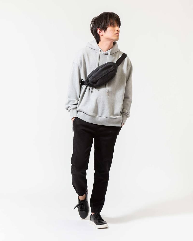 メンズファッションプラスパーカー×長袖Tシャツ×パンツコーデ