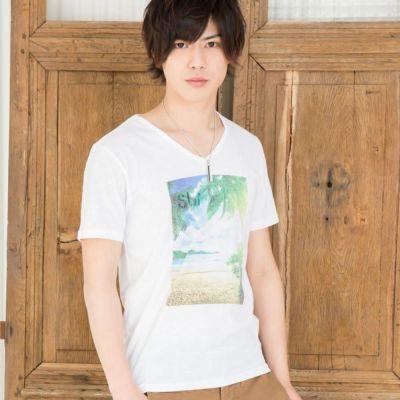 昇華プリントVネック半袖Tシャツ(ホワイト)