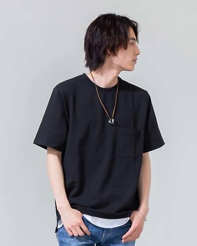 ネックレス付きフェイクレイヤードシアサッカー半袖Tシャツ(ブラック×ホワイト)